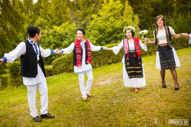 Traditional-wedding-in-Romania-Corbi-Village-Arges-County-organized-by-Pure-Romania-Travel-agency-Foto-credits-FotografulTAU-151