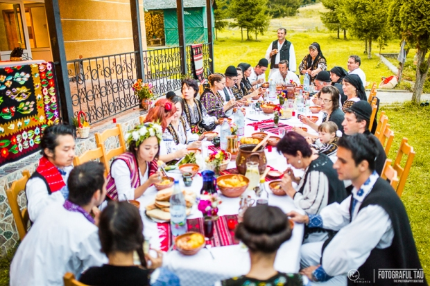 Traditional-wedding-in-Romania-Corbi-Village-Arges-County-organized-by-Pure-Romania-Travel-agency-Foto-credits-FotografulTAU-181